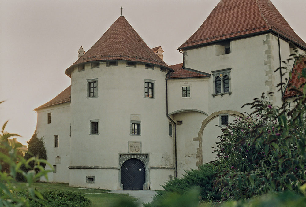 Old Castle – a fortification settled in the middle of the city