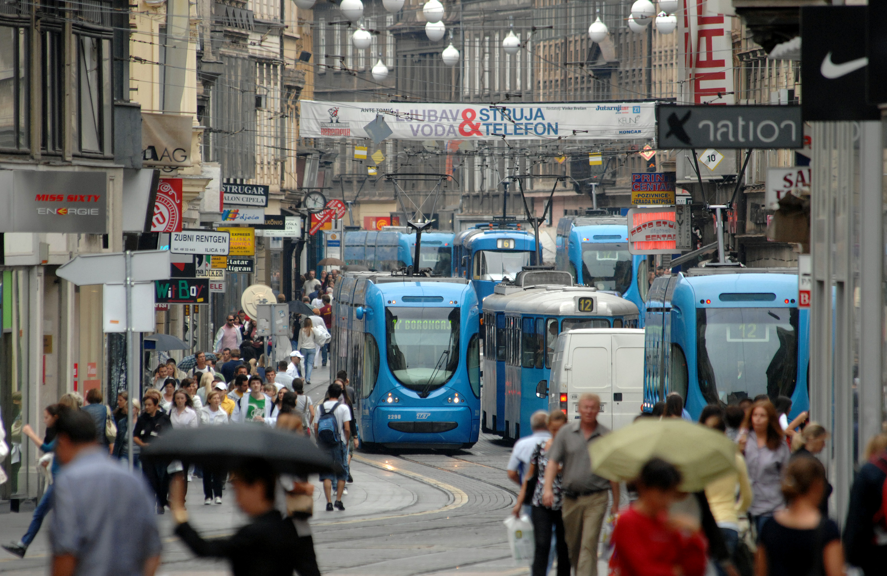 PUBLIC TRANSPORT IN ZAGREB foto : Denis Lovrović
