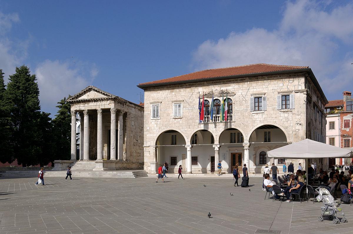 Top 10 Roman Empire monuments Pula