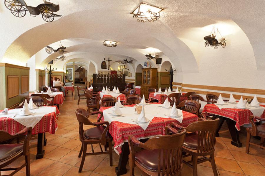 Restaurant Stari Fijaker 900