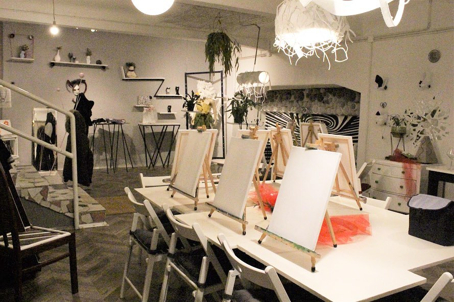 wine and paint studio zagreb art bottega