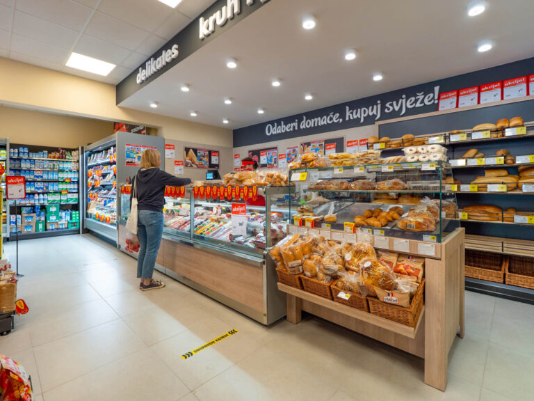 Where to buy groceries in Pula?