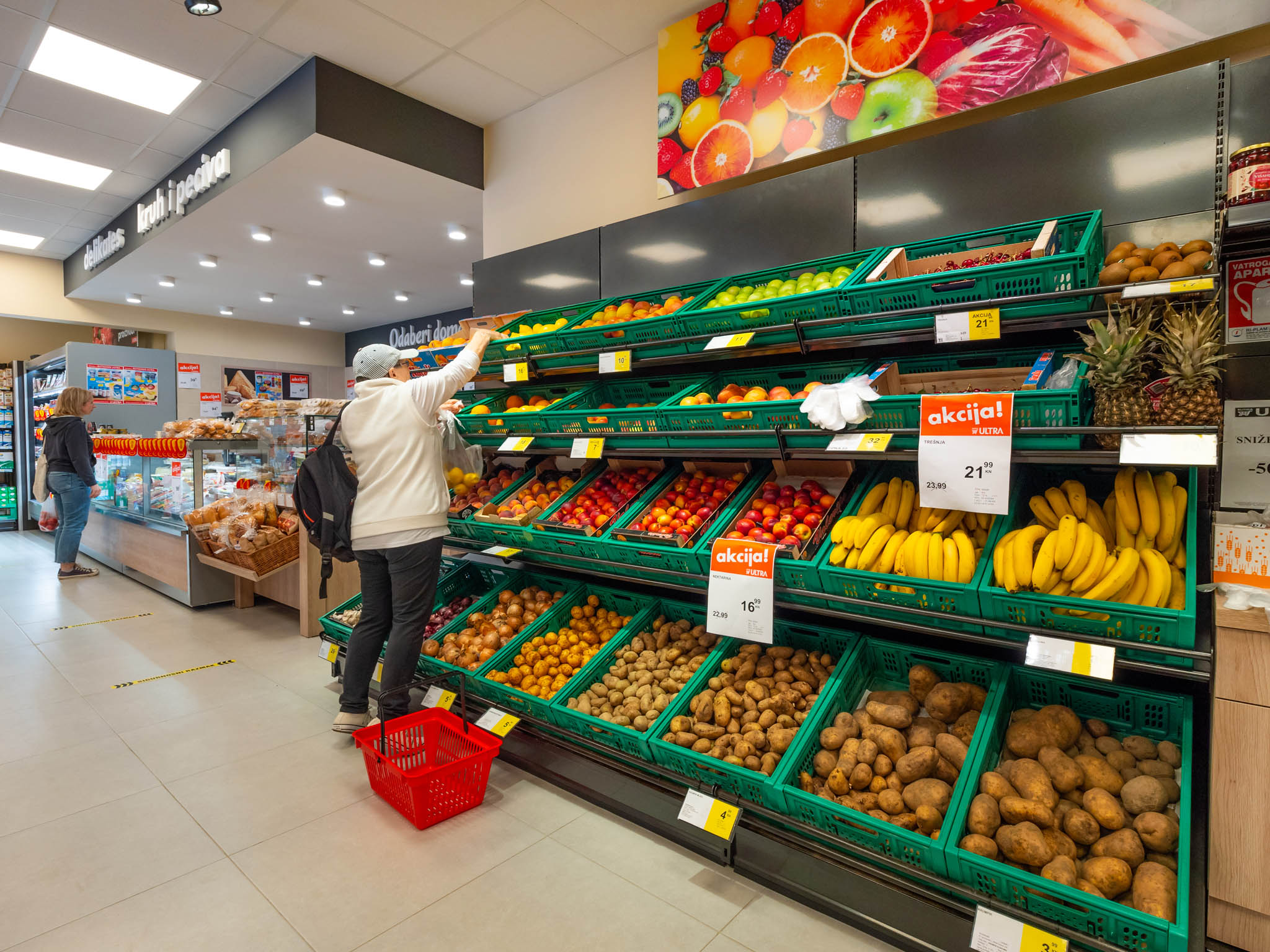 where to buy groceries in pula
